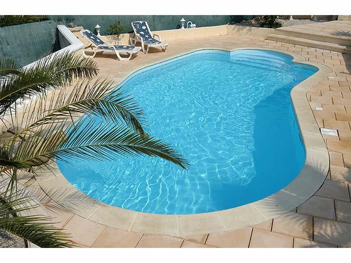 готовый бассейн на природе с ступенями