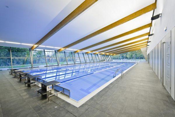 Спортивный бетонный бассейн с отделкой плиткой