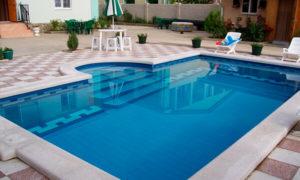 бассейн с римской лестницей
